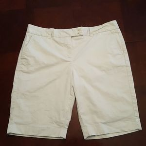 Vineyard Vines Women's Shorts Beige Size 10 SA17